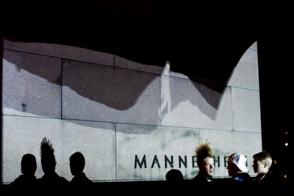 Air Hunger projection at Mannerheim statue